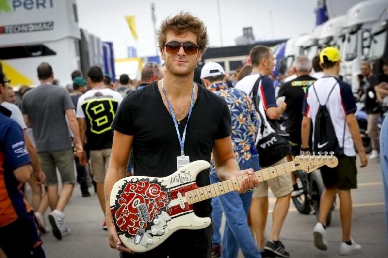 Гитара для фонда Марко Симончелли