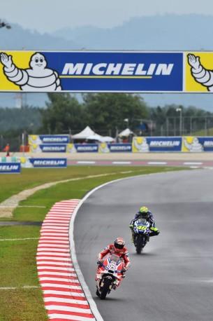 Довициозо, Росси 2016 17 GP Malaysia 47365