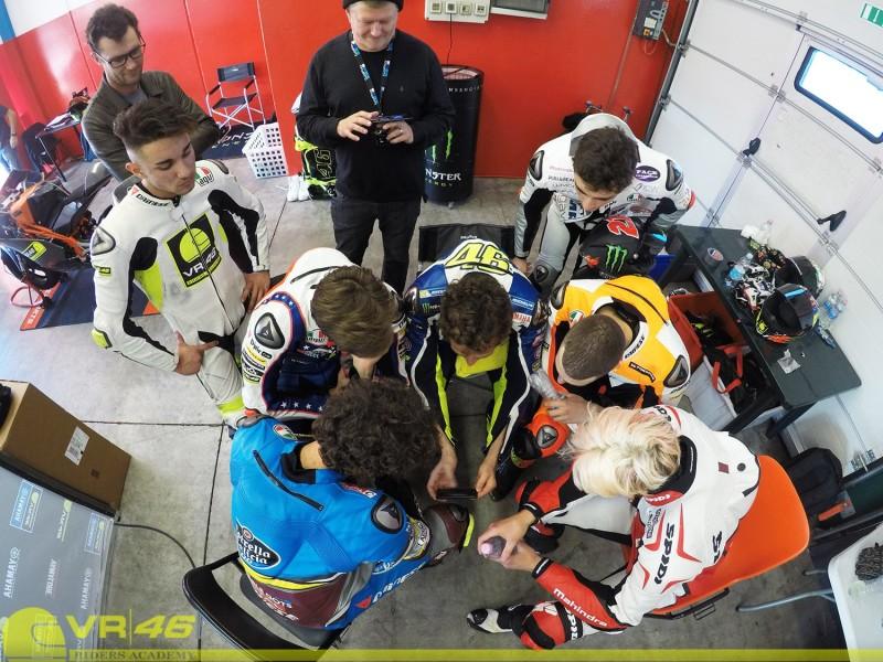 Валентино Росси и гонщики Академии VR46