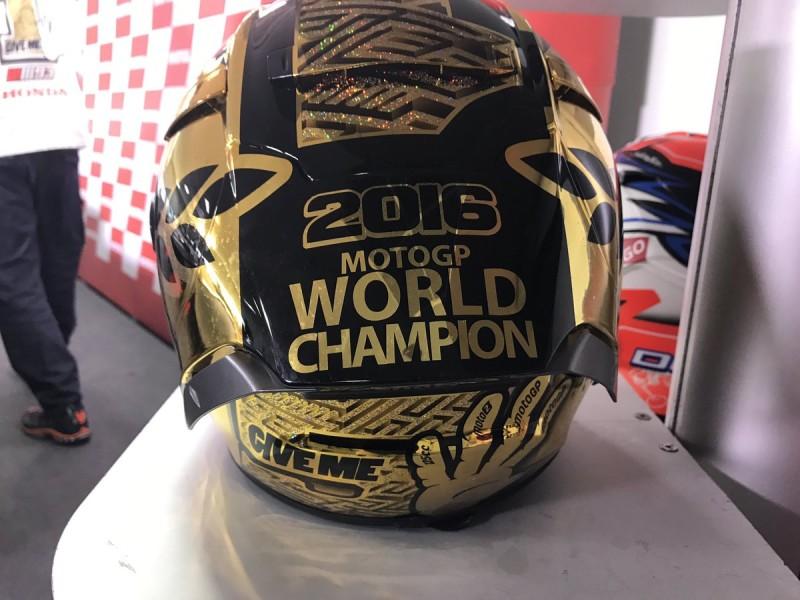Шлем Марка Маркеса к победе в чемпионате 2016 года