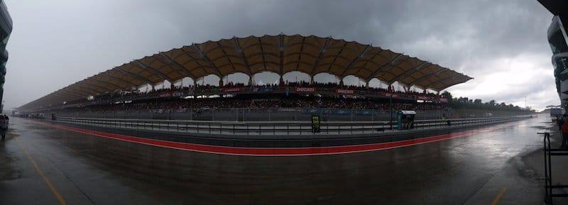 #фотоGP: устрашающий малазийский дождь