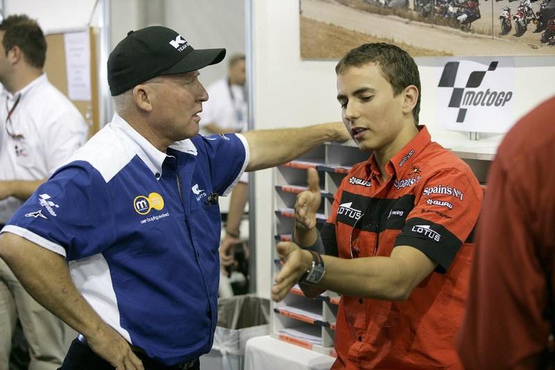 Робертс и Лоренсо (2007)