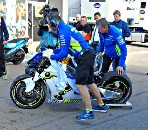 Разбитый мотоцикл Андреа Ианноне (Валенсия, 2016)