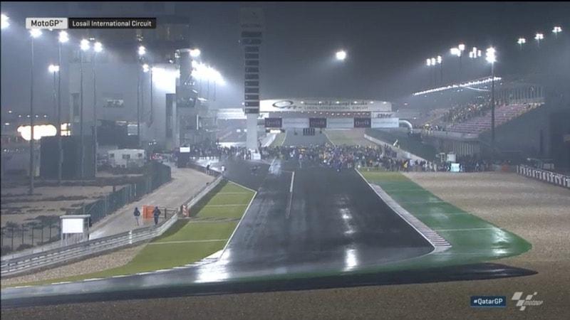 Бог дождя смилился над гонщиками MotoGP