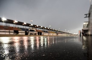 Катар, дождь, ливень, мокрая трасса, пит-лейн
