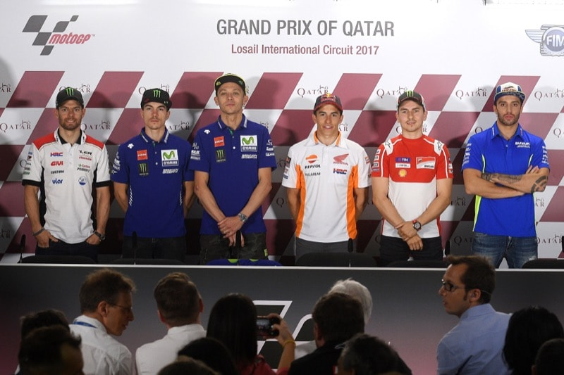 Марк Маркес, Валентино Росси (Movistar Yamaha MotoGP), Хорхе Лоренсо (Ducati Team), Маверик Виньялес (Movistar Yamaha MotoGP), Андреа Ианноне (Team Suzuki Ecstar) и Кэл Крачлоу (LCR Honda)