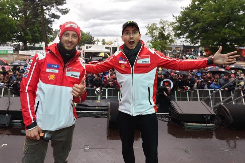 Лоренсо и Довициозо   MotoGP Гран-При Франции 2017   2017 05 GP France 00401