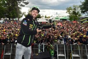 Фольгер и фанаты   MotoGP Гран-При Франции 2017   2017 05 GP France 00408