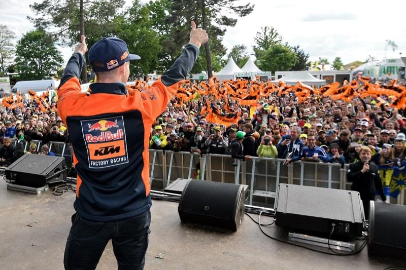 Смит и фанаты | MotoGP Гран-При Франции 2017 | 2017 05 GP France 00411
