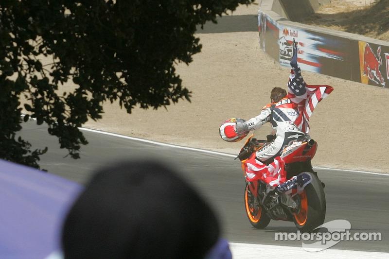 motogp-us-gp-2006-race-winner-nicky-hayden-celebrates