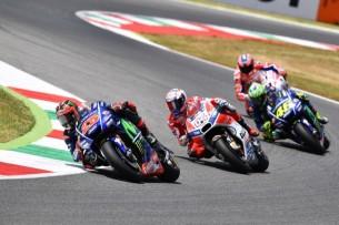 Виньялес, Довициозо, Росси, Петруччи | MotoGP Гран-При Италии 2017 |   00377