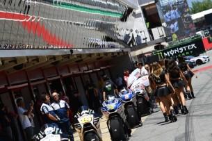 Пит-лейн, мотоциклы   MotoGP Гран-При Каталонии 2017    00394