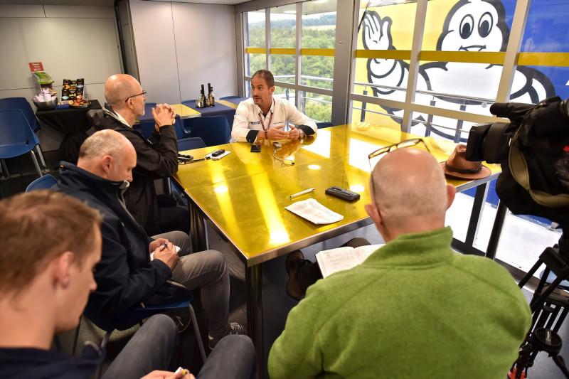 Пьеро Тарамассо на летучке с журналистами