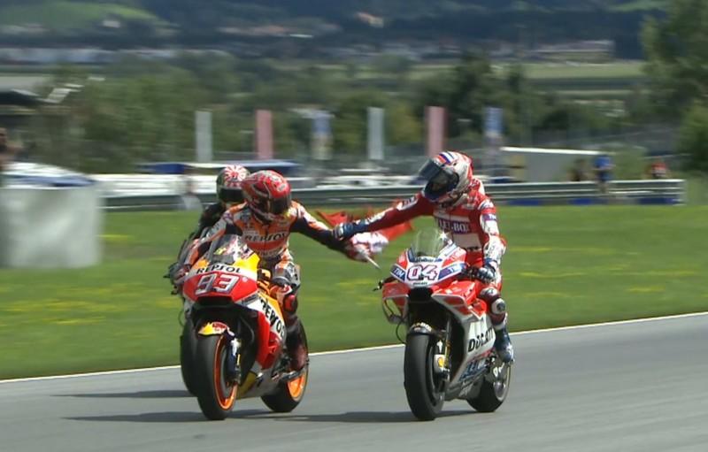 Сражение Довициозо и Маркеса на Гран-При Австрии 2017