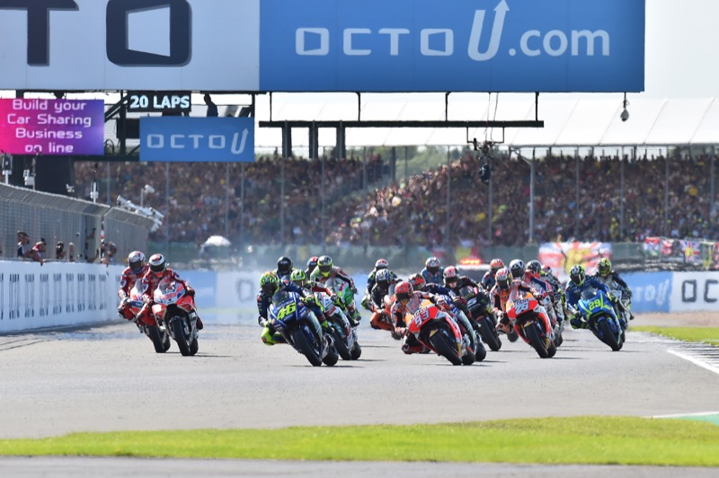 Сильверстоун, старт гонки   MotoGP Гран-При Великобритании 2017    00388