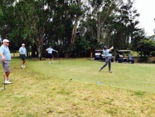 Кейси Стоунер играет в гольф