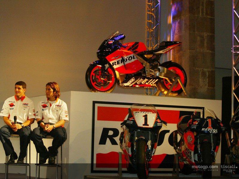Баррос и Хэйден на презентации Repsol Honda 2004