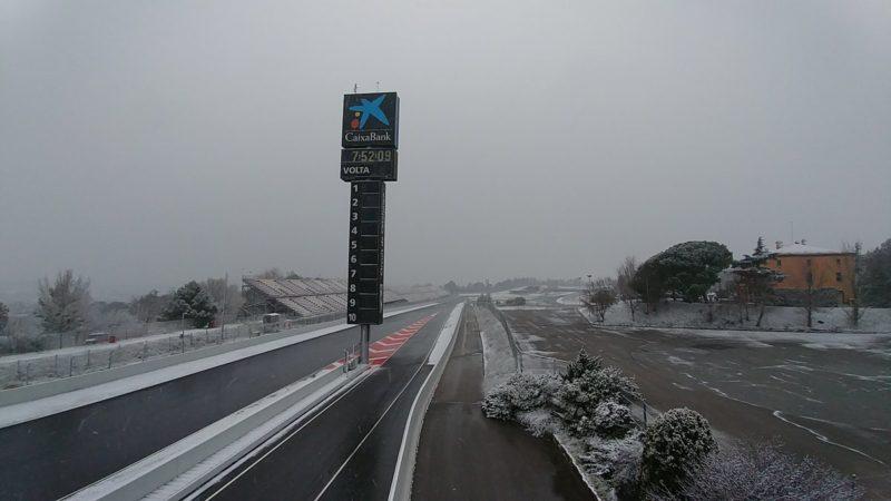 На треке Барселона-Каталунья выпал снег (февраль 2018)