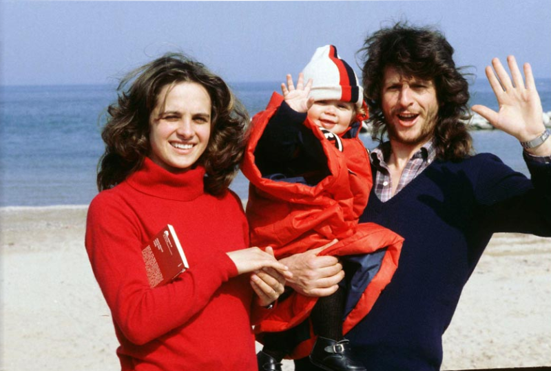 Стефания и Грациано Росси с маленьким Валентино