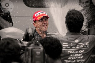 Хорхе Лоренцо, празднующий свой чемпионский титул на Гран-При Малайзии 2010 года