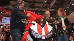 Кармело Эспелете передали реплику мотоцикла SuperSic