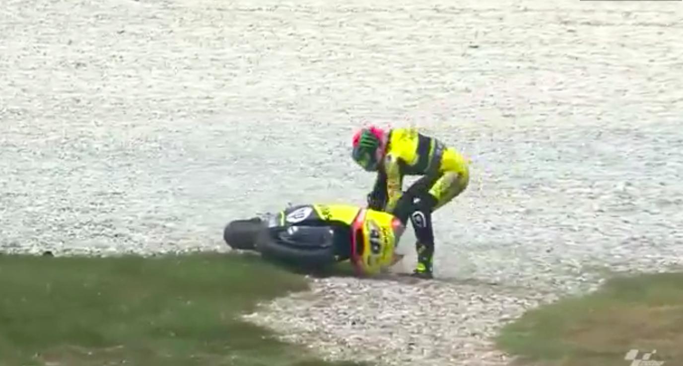 Видео: Поднять мотоцикл - дело не из легких