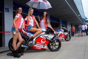 Гран-При Испании: девушки паддока