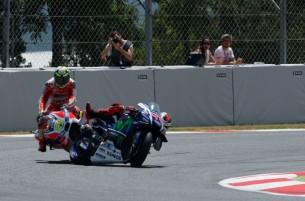 Авария Хорхе Лоренсо и Андреа Ианноне, гонка MotoGP Гран-При Каталонии 2016