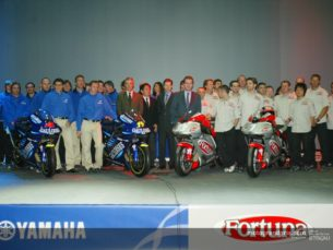 Пилоты Yamaha MotoGP на презентации 2003