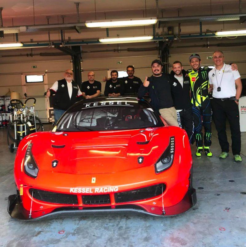 Росси и Салуччи в гараже Kessel Racing (Мизано, 2018)