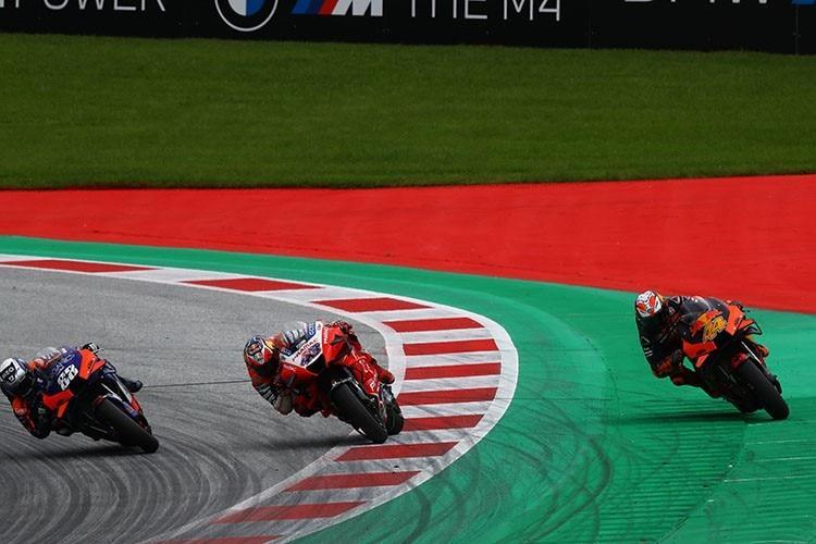 Решающий выход из последнего поворота в гонке MotoGP ГП Штирии