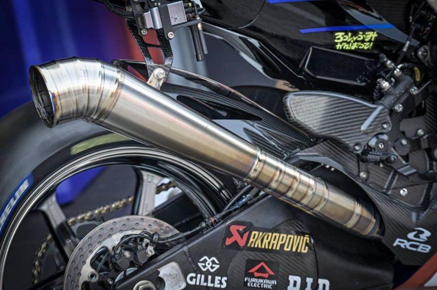 новый выхлоп Yamaha YZR-M1