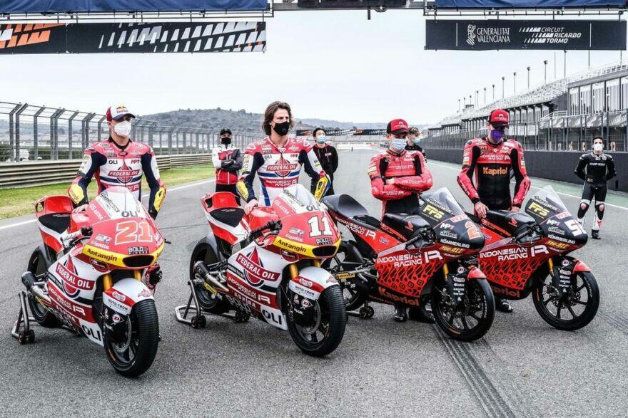 #фотоGP: минута тишины на Рикардо Тормо в честь основателя Gresini Racing
