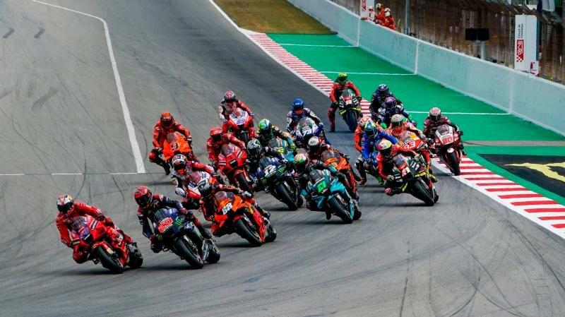 старт гонки MotoGP ГП Каталонии 2021
